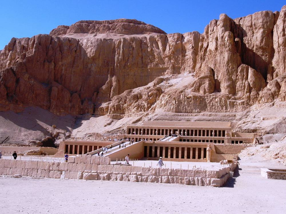 Click to enlarge image 1_Mortuary_Temple_of_Queen_Hatshepsut_Luxor_main_photo.jpg